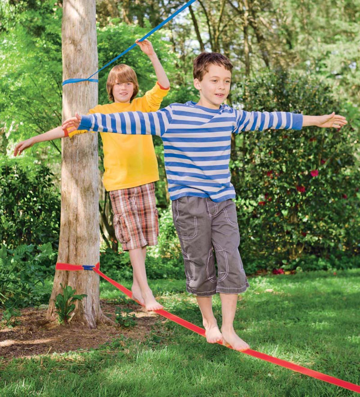 Slackline poprawia koncentrację i koordynację dzieci